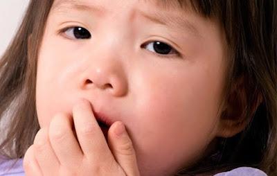 Massage mũi  giảm chứng ngạt mũi cho trẻ