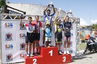 http://vnoticia.com.br/noticia/2610-izael-e-claumir-vencem-e-ciclistas-de-sfi-fazem-bonito-na-festa-da-penha-em-atafona