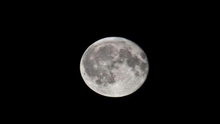 "usa  المتحدة تعلن ""سيادتها"" على القمر"