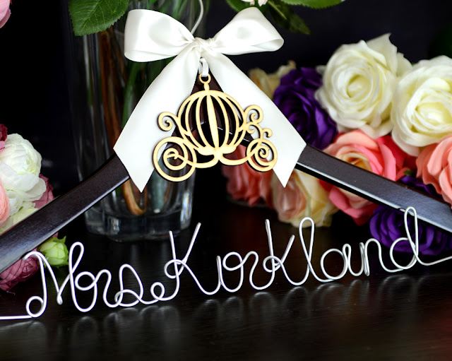 wedding hanger Font E