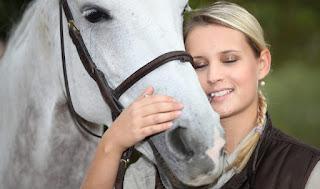 Ο γάμος γυναίκας με άλογο στη Δανία δημιουργεί δεδικασμένο...