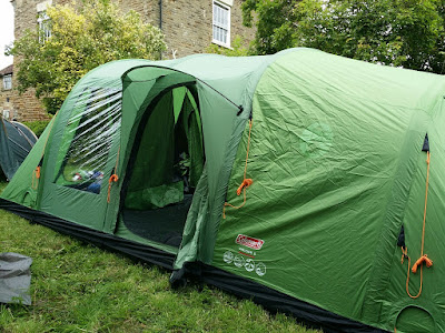As the name suggests this tent is a u0027FastPitchu0027 thanks to the inflatable nature of the poles. Yes instead of those awkward fibreglass poles that you have ... & REVIEW: Coleman FastPitch Air Valdes 6 Tent   The Test Pit