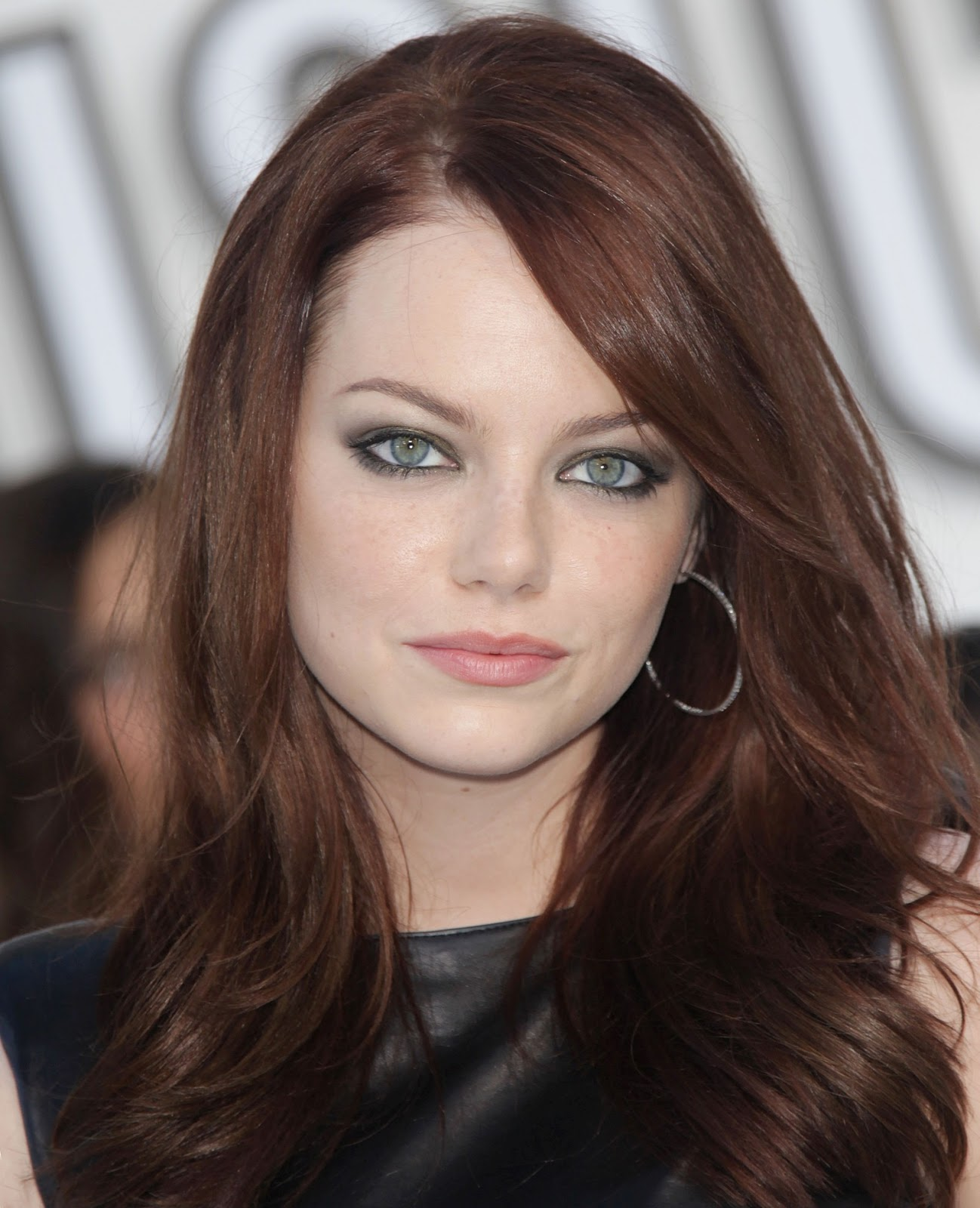 The Meaning Behind Emma Stone's Makeup at the 2018 Golden ...