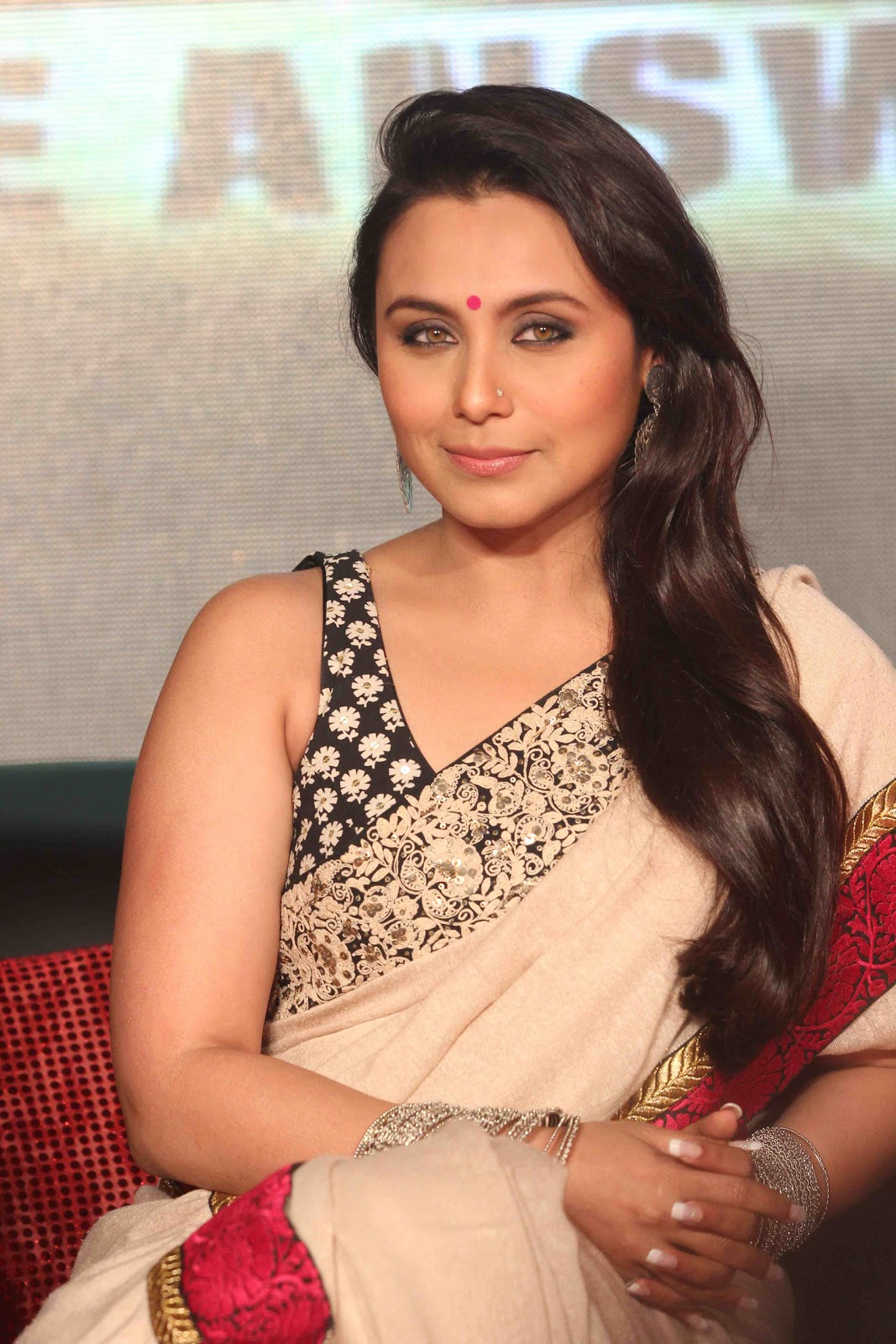 Rani Mukherjee Looks Beautiful In Saree At 'Talaash' Movie Music Launch