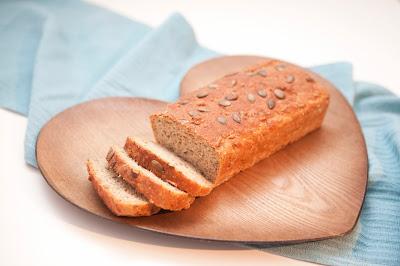 chleb, pieczywo, historia, serce, deska do krojenia; źródło: JestRudo