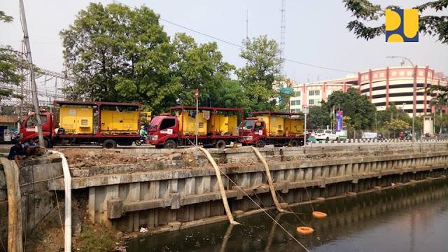 Begini Kementerian PUPR Tunjukkan Cara Tangani Bau Busuk dan Kotornya Kali Item Jakarta, Beda Banget Dengan Cara Gaberner