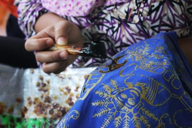Batik Betawi: dari Ondel-Ondel Hingga Tugu Monas