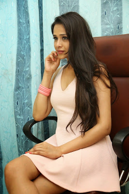 Abha+Singhal+Latest+Stills+(16) Actress Abha Singhal Spicy Photo Gallery in Skirt