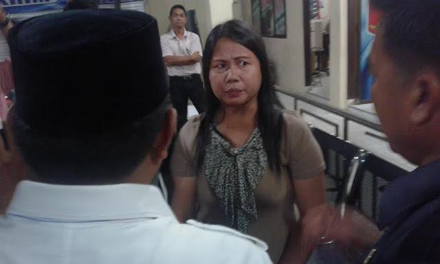 Meliana terdakwa penista agama fi Tanjungbalai dituntut 1 tahun 6 bulan.