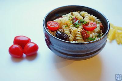 Le Chameau Bleu - Blog Cuisine et Voyage - Recette salade de Pâtes -Tomate séchée - Ngo Gai