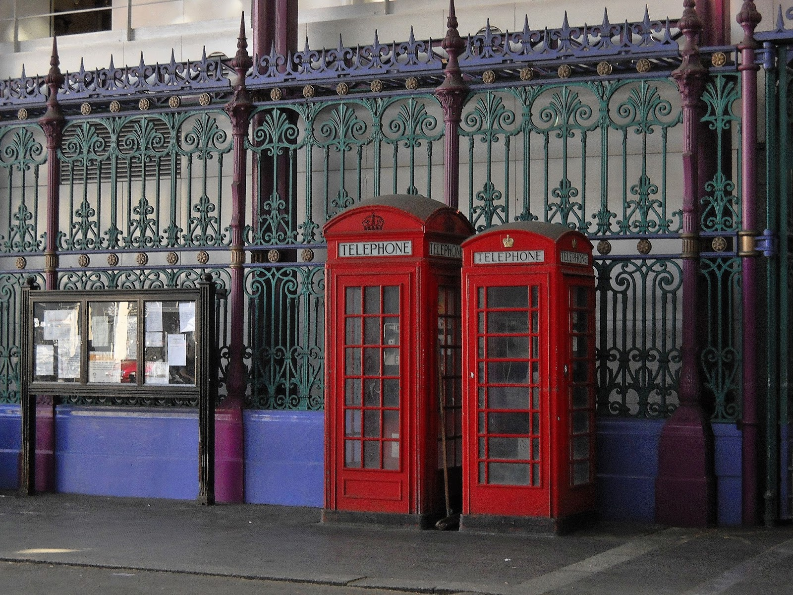 Cabina Telefonica Londra Nome : Cabina telefonica inglese in legno su misura