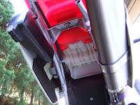 タイヤの遠心力で吹っ飛んだエンジンオイルはいろいろなところに飛び散りました。特にリヤフェンダー回りは気合いを入れてお掃除しました。綺麗なXR100モタードに戻りました。