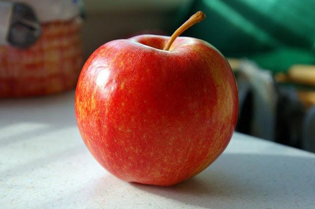 8 manfaat rajin makan apel bagi kesehatan