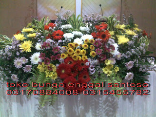 rangkaian bunga altar gereja