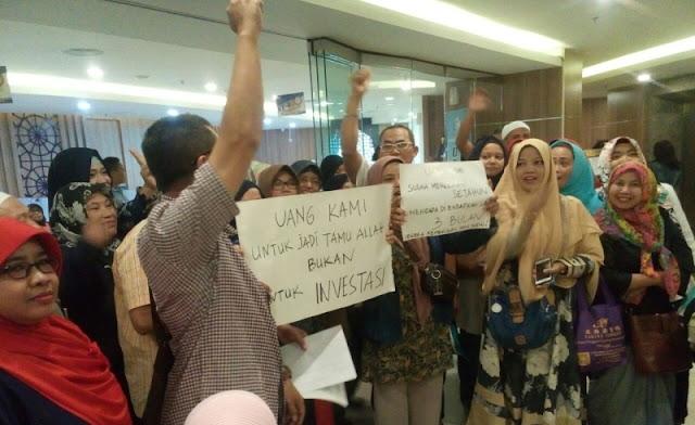 Calon Jamaah Umroh First Travel Protes