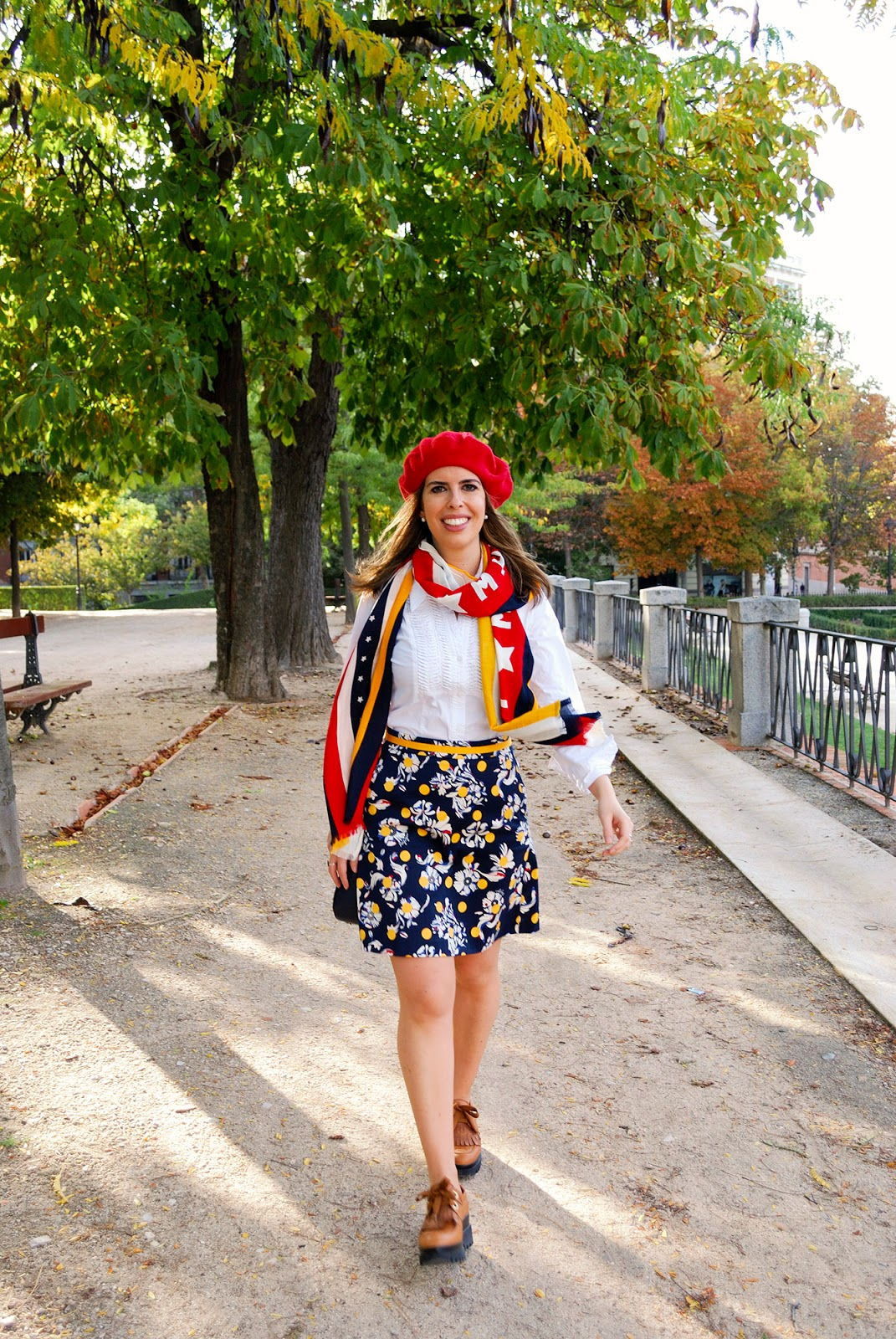 Tommy Hilfiger travel outfit Retiro Park Madrid