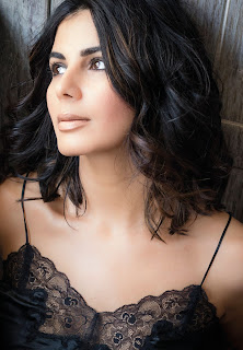 Kirti Kulhari the PINK girl sexy boobs cleavages on FHM India magazine November 2016
