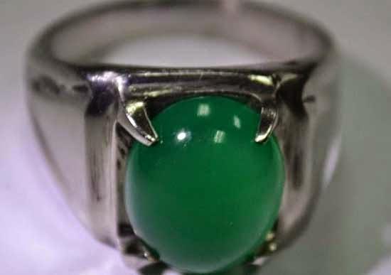 10. Batu Akik Zamrud