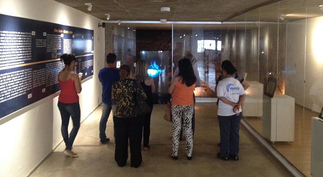 Imagem holográfica de Chico Xavier é inaugurada em Uberaba