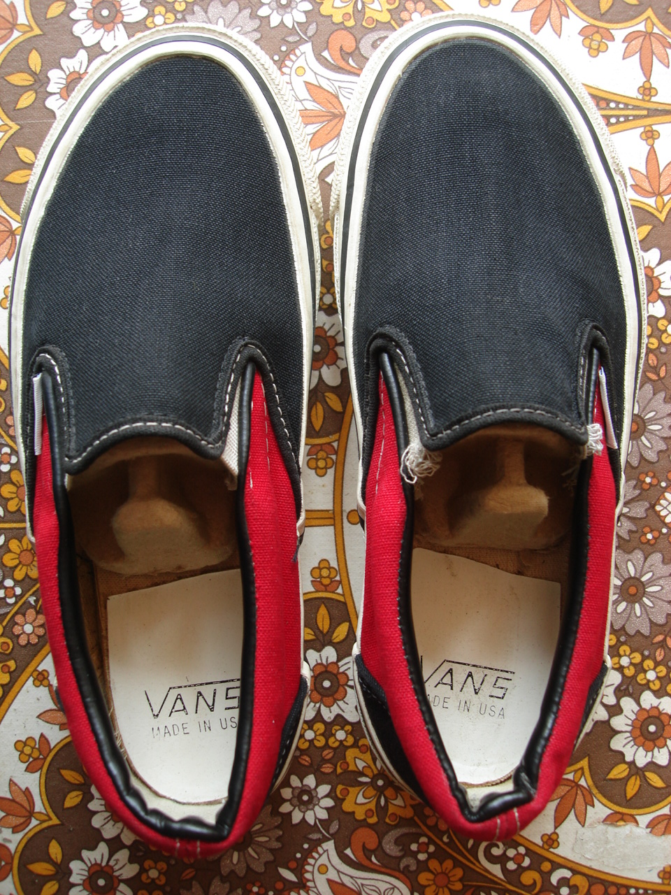 2cf3eb4323 vintage VANS 2-tone black   red SLIP-ON style  98 MADE IN USA 1980 s off  the wall skate bmx KIDS shoes