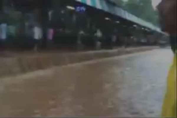 mumbai-rain-mulund-railway-station-become-nahar-news-in-hindi