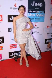 Red Carpet of Most Stylish Awards 2017 ~ Alia Bhatt (1).JPG