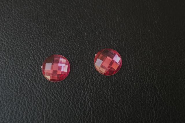 https://www.alittlemercerie.com/cabochons-demi-perles/fr_cabochons_strass_rose_fushia_en_resine_-8781498.html