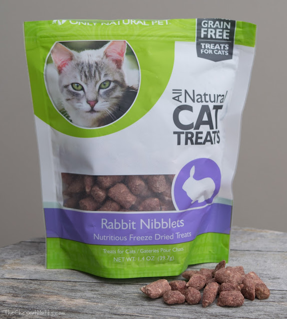 Freeze-dried rabbit cat treats