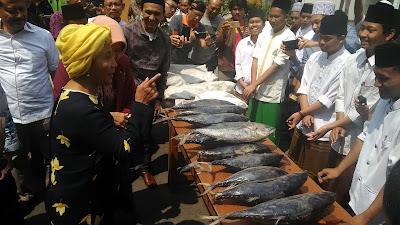 Menteri Susi Resmikan Sentra Kulihat Ikan dan Kirim 5 Ton Ikan Laut ke Pesantren di Jombang