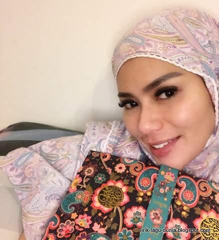 Devi Demplon Hijab