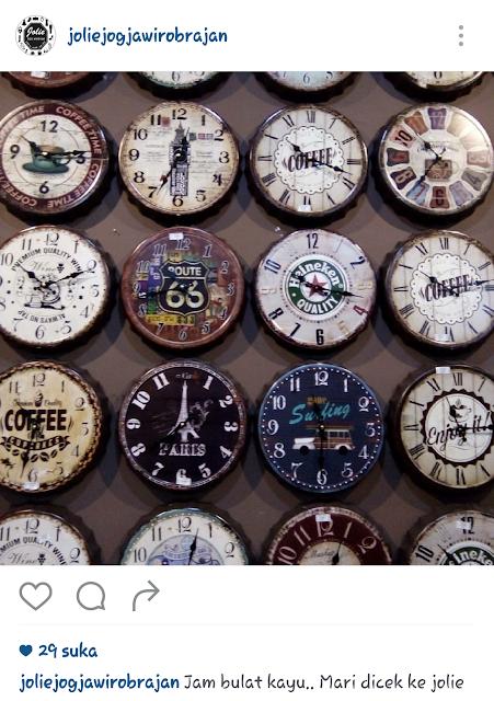 Saya akui agak bosan dengan jam yang kaku. Koleksi jam dinding Jolie Jogja  Wirobrajan cukup menarik karena memberi kesan unik 8f9def28b1