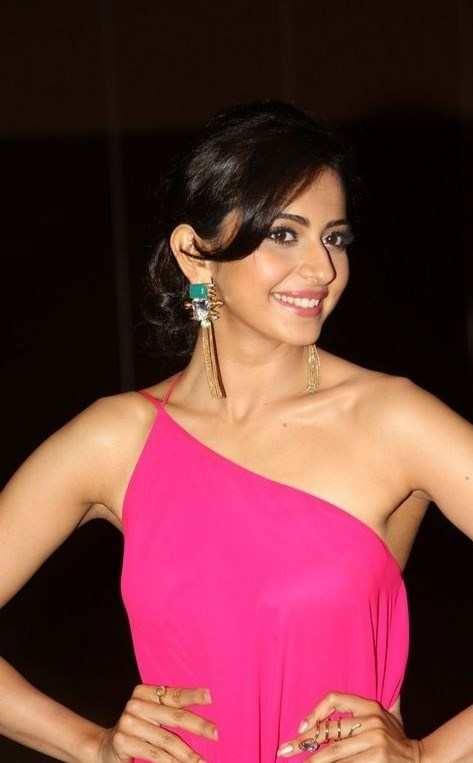 Punjabi Beautiful Girl Wallpaper Download Rakul Preet Singh Backless Photo Gallery Actress Celebrities