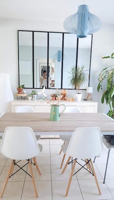 chaises-eames-verriere-deco-scandinave