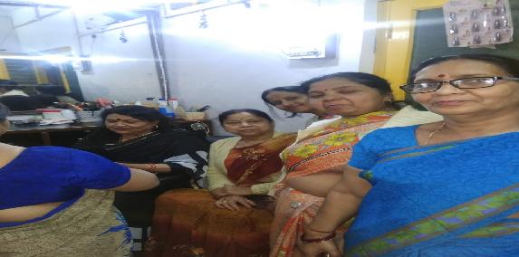 Aardhya-public-velfare-charitable-trust-dwara-beautycian-course-ka-nishulk-prashikshan-ka-hua-shubharmbh