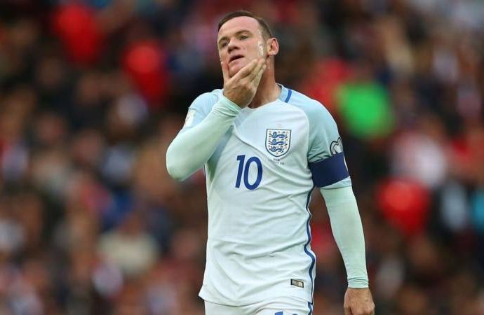 Scholes backs Rooney to fight for England place