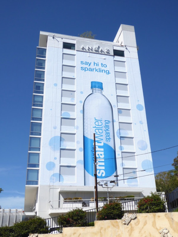 Giant Say hi to sparkling Smartwater billboard