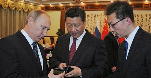 """Khám phá """"iPhone phiên bản Nga"""" được Putin tặng Tập Cận Bình"""