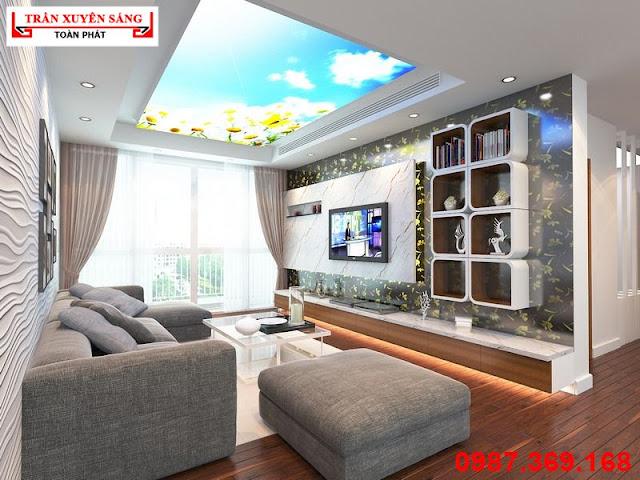 Trang trí trần phòng khách đẹp bằng trần xuyên sáng in bầu trời kết hợp hoa hướng dương