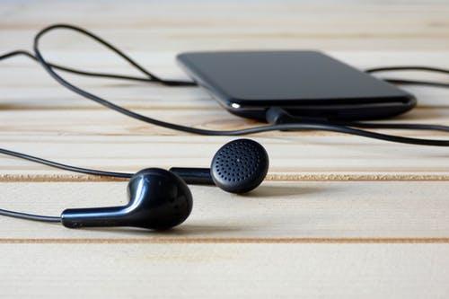 هل فعلا سماعات البلوتوث تسبب السرطان / تقرير