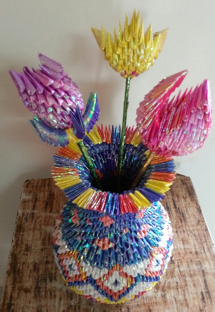 3D ORIGAMI FLOWER VASE WITH FLOWERS