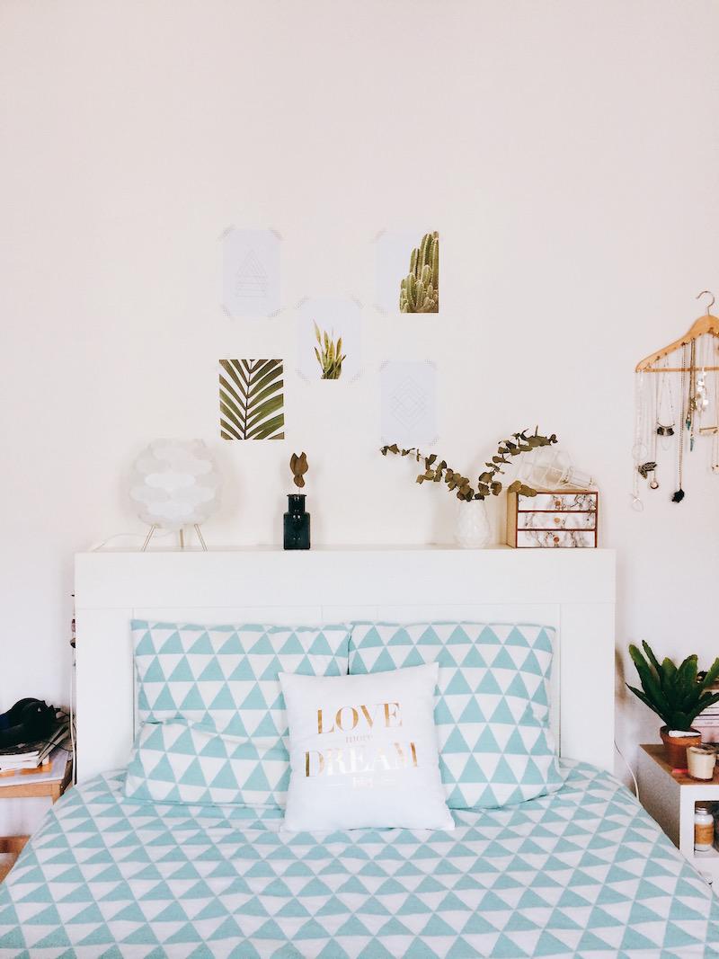 déco tête de lit avec affiches lusha prints