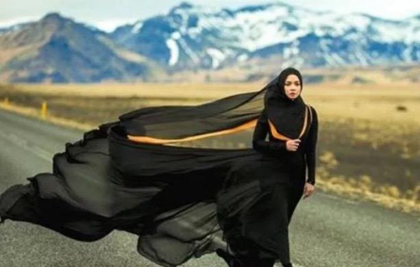 Leka Main Hanphone, Orang Iceland Tegur Nora Danish