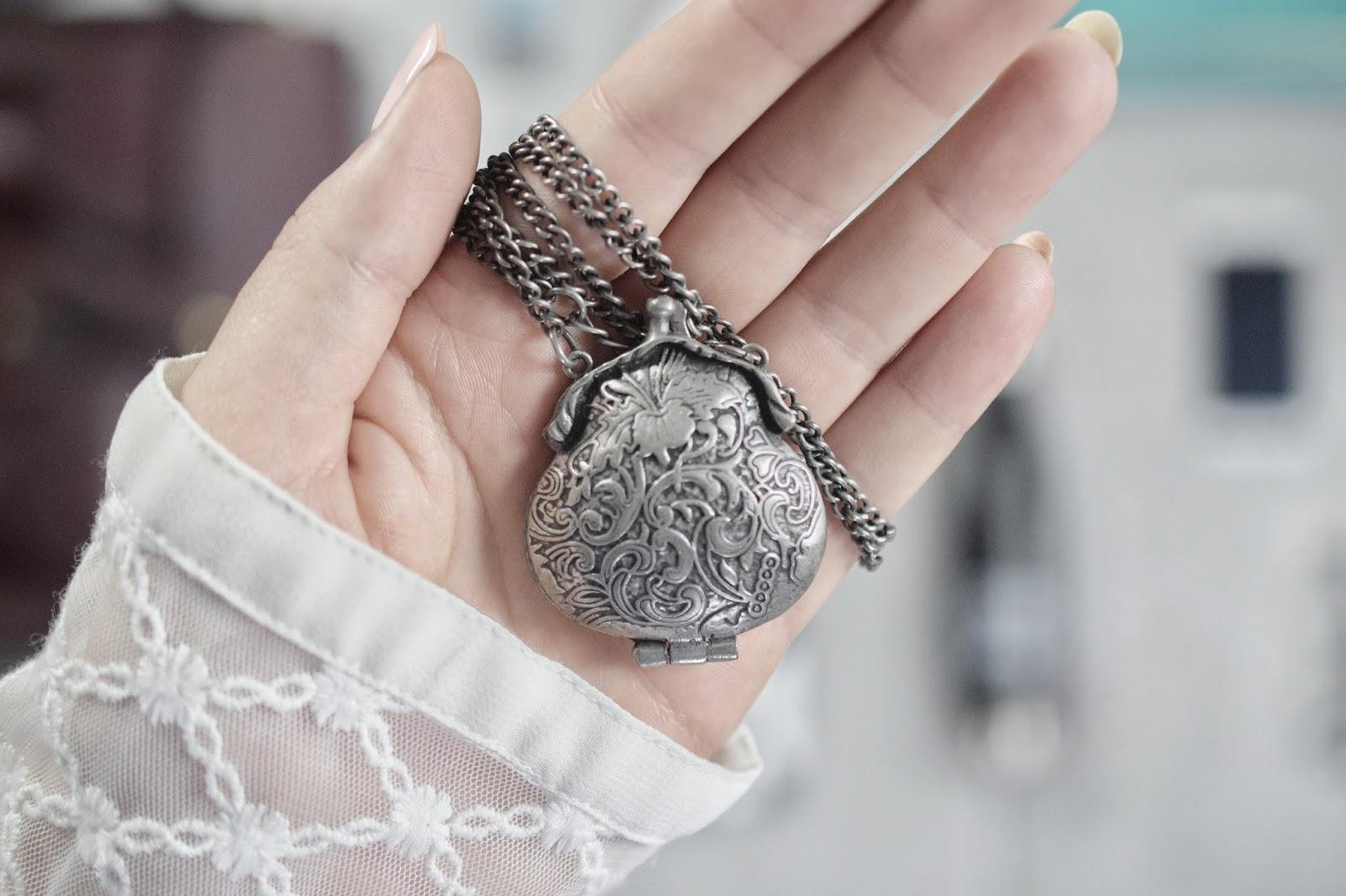 Zdradź tajemnicę dna swojej torebki... + blogowa zabawa