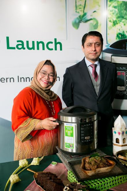 Chef Marina Mustafa and Mr Muhammad Ali Jaleel, Country Manager of Philips Malaysia at the launch of the all new Philips All-in-One Pressure Cooker