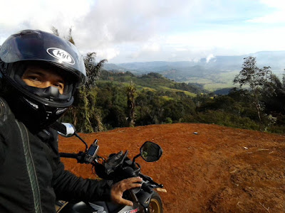 Selfie di Puncak Jahim dengan background Gunung  Ceremai