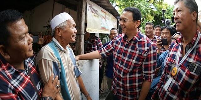 Ketika Marbot masjid di Kepulauan Seribu menangis dan langsung peluk Ahok.......