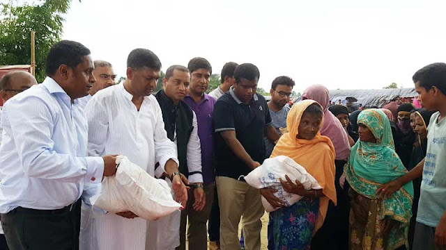 Prime-Ministers-Special-Assistant-Secretary-gave-relief-to-Rohingya