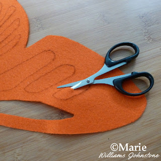 Small fabric scissors to cut the felt material