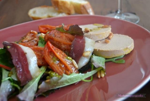 http://muchomasquecupcakes.blogspot.com.es/2014/01/ensalada-de-tomate-confitado-foie-y.html