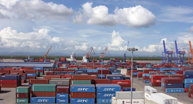 Sau khi vận chuyển, container được tập kết tại kho
